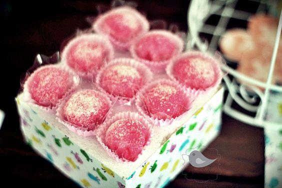 Um suporte pra doces bem prático e bacana!!