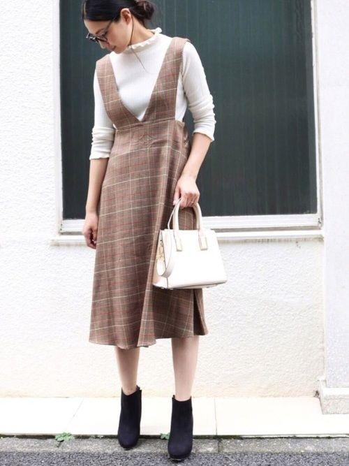andMeで人気のジャンパースカートがチェック柄に✨ ウエスト位置が高いので、初期妊婦さんにもオス