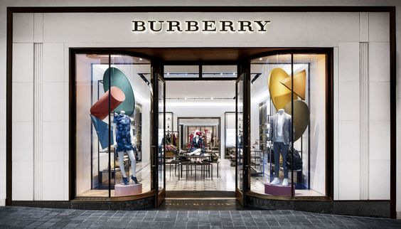 Burberry expanded Ala Moana Centre store. #burberry #alamoana #thelocationgroup #shopopening #storeopening #elocations