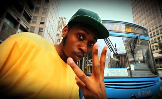 """Ônibus lotado, estação da Sé tomada, ruas engarrafadas e empurra-empurra no trem. Todos os dias os paulistanos enfrentam uma verdadeira odisséia para ir e voltar do trabalho. E foi justamente dentro do transporte coletivo que o rapper Rincon Sapiência resolveu escrever uma música sobre o desafio diário da população.""""Eu queria fazer uma música que tivesse...<br /><a class=""""more-link""""…"""
