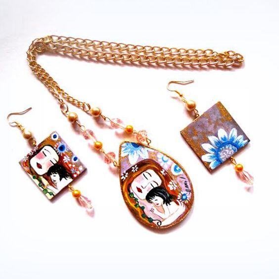 Pe65 Collana in legno dipinto a mano La Maternità Klimt| Hanùl style, borse in pelle dipinte a mano e accessori dipintiHANUL di Giorgino Daniela
