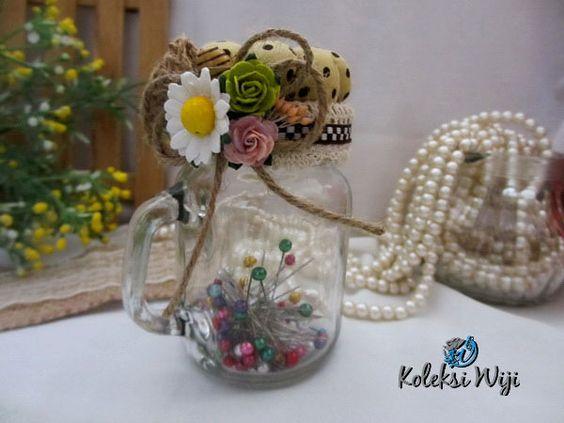 http://koleksiwiji.com/product/mia-pincushion-jar-plus-pins Mia Pincushion Jar Plus Pins Size : Panjang jar 10 cm Diameter jar 5 cm panjang jarum pentul 4 cm Colours : seperti gambar Materials : Glass jar, fabrics, pins, and artificial flowers  bantal jarum, jarum pentul, koleksiwiji, pincushion, tuspin jar -  - #BantalJarum, #JarumPentul, #Koleksiwiji, #Pincushion, #TuspinJar -