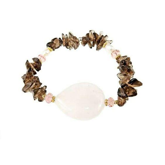 Endulzate este domingo con la colección SWEET, delicada, sensible y sencilla como las piedras que las componen, cuarzo rosa, cuarzo fumé, perlas y cristal de roco.