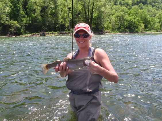 Arkansas' White River and Norfork River Fishing Report for Blue Ribbon Fly Fishing Guides: DRIFTING AND WADING  BY JOHN BERRY