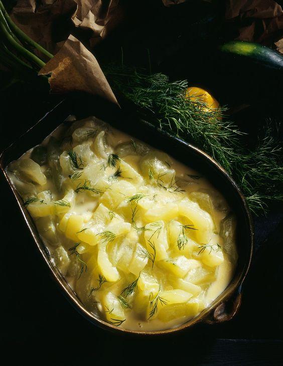Einfaches Rezept für Schmorgurken mit Dill | http://eatsmarter.de/rezepte/schmorgurken-mit-dill
