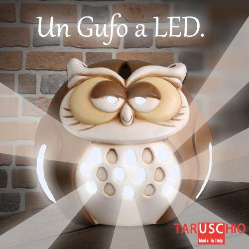 """Quando uno dei nostri Gufi si mangia inavvertitamente qualche LED, si trasforma in un supereroe! Da animale notturno diventa fonte di luce, che sprigiona dall'interno. Ne volete uno in camera?  (Lampada Gufo, collezione """"I Gufi"""" http://www.taruschioceramica.it/gufi.htm)"""