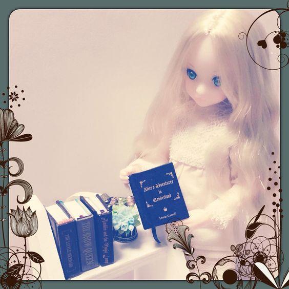 「今日は何を読もうかな♪  せおりんさん(@UniRoseX_0)の豆本は rurukoにもピッタリだった♪ #ruruko #豆本」