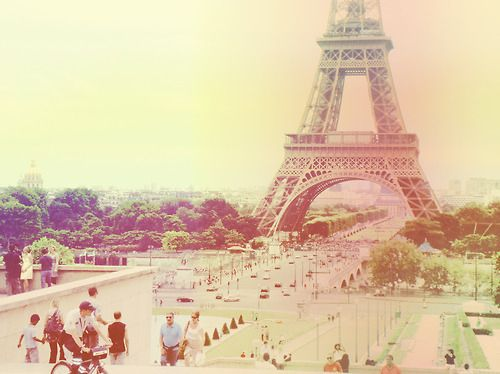 Paris is such a beautifal place! Full of fashion trends!