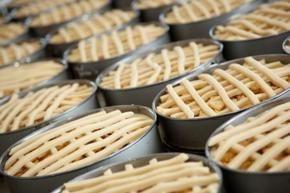 Een DROOM-taart zit barstensvol frisse, blozende Betuwsche appels en andere heerlijke streekingrediënten. Wat deze appeltaart een echte DROOM-taart maakt is dat deze wordt bereid en gebakken door bijzondere bakkers. Bakkers met een afstand tot de arbeidsmarkt maar met een nauwe betrokkenheid bij hun product. En dat proef je!