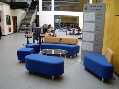 Sofá moderno / de madera maciza / para uso profesional / 3 plazas ARGYLL : AR1…