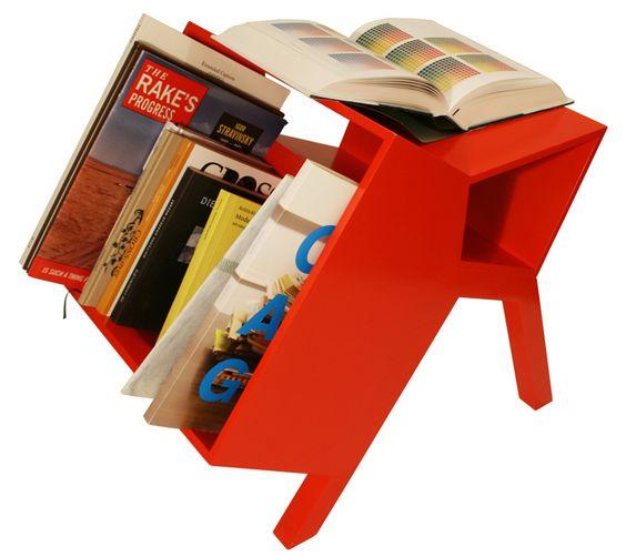 Le Bouc - Bücherregal von Mathieu Gabiot - ist mobil und bietet jede Menge Platz für Bücher