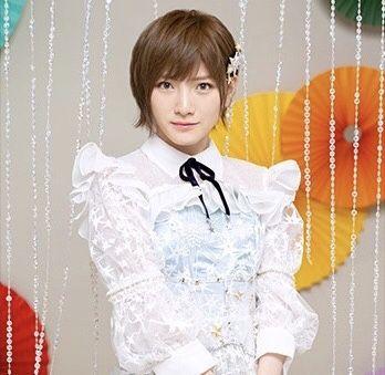 岡田奈々フリルが可愛い白い衣装姿