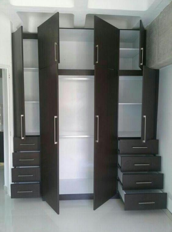 Amplio closet wenge decoraci n dise o maracay closet for Disenos de cocinas integrales para espacios pequenos