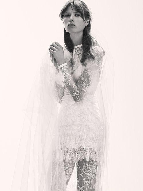 La première collection de robes de mariée d'Elie Saab Elie Saab Bridal 8 http://www.vogue.fr/mariage/adresses/diaporama/la-premiere-collection-de-robes-de-mariee-delie-saab-elie-saab-bridal/30978#la-premiere-collection-de-robes-de-mariee-delie-saab-elie-saab-bridal-8