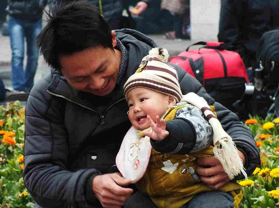 The city of Yichang is calling on couples to serve their country by having a second child, even as harsh fines are announced for families in Beijing who violate the rules on having more than two kids. - septembre 16