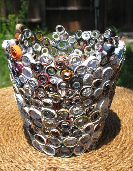Rolled Magazine Vase... recycle your old magazines into a piece of art