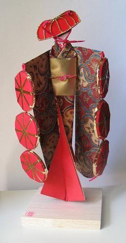 Washi Ningyo:. Muñecas Japonesas de Papel. Las Washi Ningyo, son muñecas propias de la provincia de Tokyo. Tradicionalmente se les daban a las niñas para enseñarles a vestir el kimono. También son utilizadas en ceremonias purificadoras, como en el...