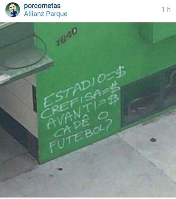 """Muros do Palmeiras amanhecem com pichações da torcida: """"Acabou a paz"""" #globoesporte"""