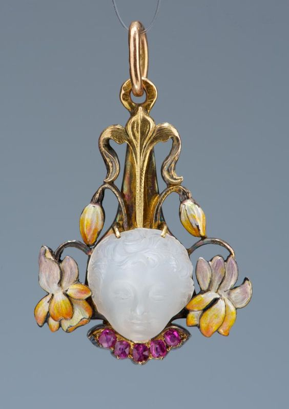 Pendant - Artist/Maker: Böhm, Hermann. Date: ca. 1900 Place of production: Vienna Materials: gold; moonstone; ruby. Techniques: enamel. | Museum of Applied Arts, Budapest, ˆ 2015ˆˆ
