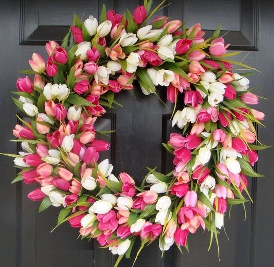 Spring Floral Arrangements Ideas for the home - Tulip Spring Wreath