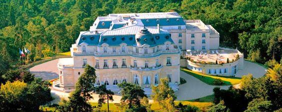 Se marier dans un lieu insolite? Yes Please ! #castle #wedding #fairytale #chic #elegant #mariage
