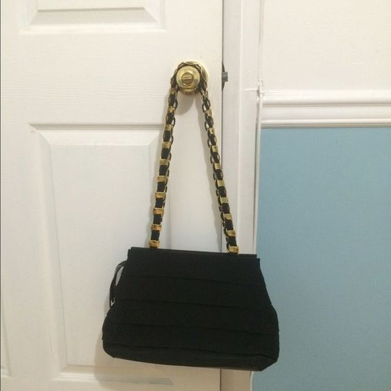 % Authentic vintage Salvatore Ferragamo Vintage Ferragamo bag. Still in good condition, I would rate to 8/10. Very classy and clean Salvatore Ferragamo Bags Shoulder Bags