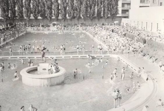 Risale a pochi giorni fa la notizia della ristrutturazione e prossima riapertura della #piscinacaimi In anteprima una foto della piscina negli anni '30 che sarà esposta durante la mostra #milanocittadacqua #Milano #milanocity #igersmilano #milanodavedere #milanocityufficiale #fotografia #vintagephoto #milanodascoprire #photography #milanoarte #mymilano by milano_citta_dacqua