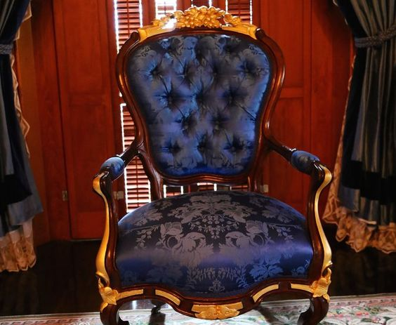 And if you really want to take your decorating game to the next level, you should invest in a 2-in-1 navy blue and gold accent chair like this: