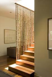Escalera oculta tras bamboo