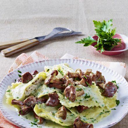 Ravioli in leichtem Kräuterrahm mit Pfifferlingen Rezept