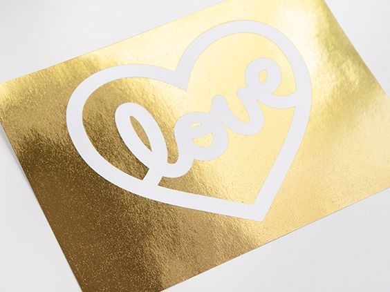 Learn how to gold foil your own prints in just minutes with this fun and free DIY gold foil printing tutorial + template!