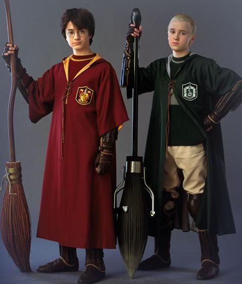 Mod The Sims , Harry Potter , Gryffindor Quidditch robes