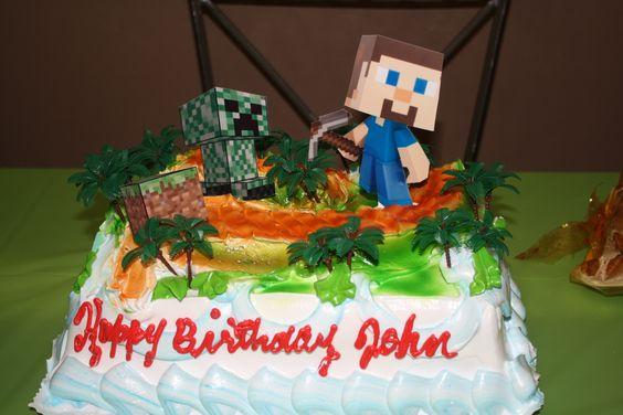 Minecraft. Adornos del cake hecho con montañas de merengue y fotos tomadas del Internet.
