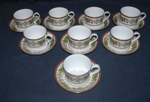 RARE! SET OF 8 SPODE ENGLAND 'CHRISTMAS ROSE' FLAT TEACUPS & SAUCERS https://t.co/9zugfhMTMY https://t.co/3tO9NZkEqW