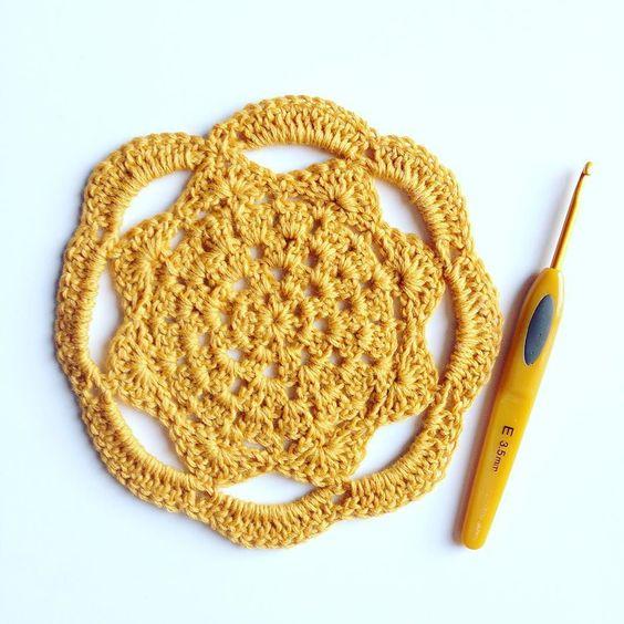 A veces debemos echar a volar la imaginación... Buen martes  #mandalaadictas #mandala #instacrochet #crochet #crochetaddict #ganxet #ganchillo #craft #craftpassion #handmade #hechoamano #hechoconamor #barcelonacreativa #barcelonaganchillera by mamas_caneras