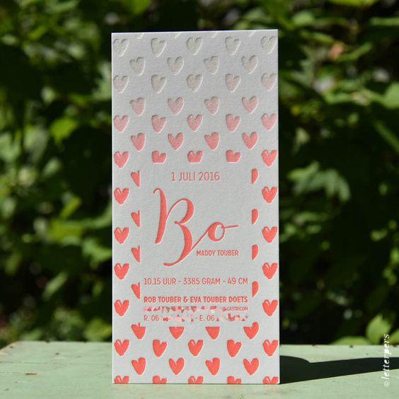 Een prachtige kaart voor Bo! We hebben gedrukt op 600 gram dik100% katoen papier met een irisdruk. De kaart heeft een mooi kleurverloopvanfluor roodnaarwit.  Dit is een vanaf prijs voor letterpers.  De kaart kan geprint worden, zonder irisdruk.  Copyright Letterpers  Voor meer informatie, mail ons!