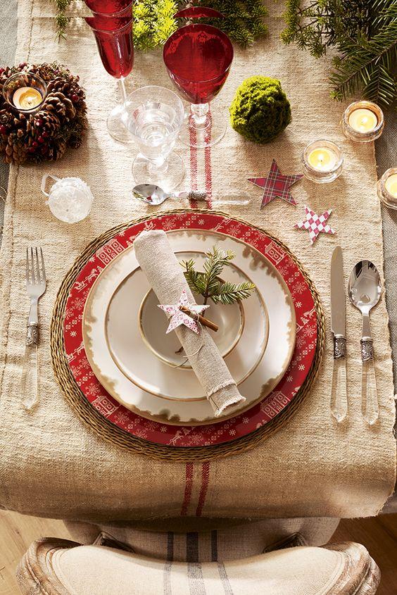 Decora en rojo, cuadros y madera esta Navidad: