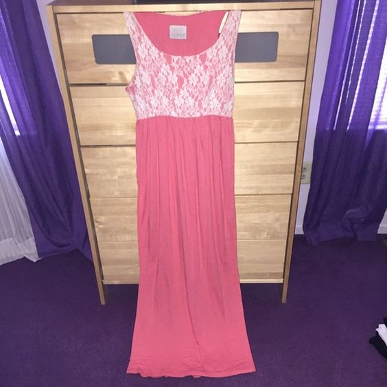 Lace Top Maxi Dress Bought it at a local boutique. Only worn a few times... so comfortable! Accepting offers!  NO TRADES!  Dresses Maxi
