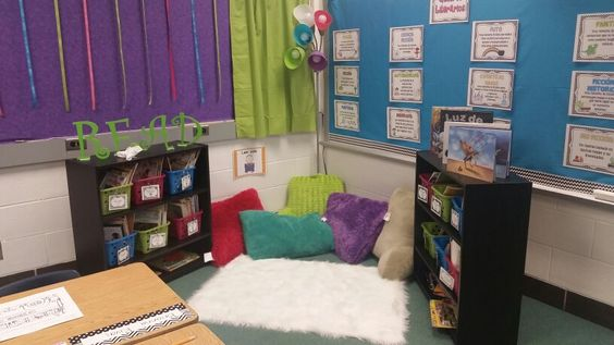 My 2nd grade classroom's library! #ColorfulTheme