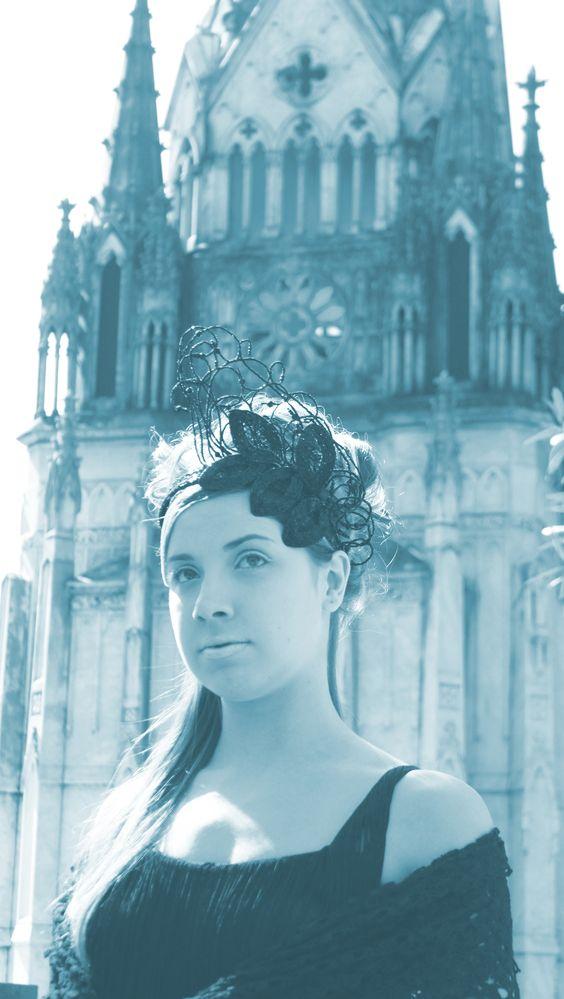 Editorial - Cemitério da Consolação São Paulo Coleção - Chapéu (Tim Burton & Camões)  Criação: Raphaela Montone e Iashmine Nascimento