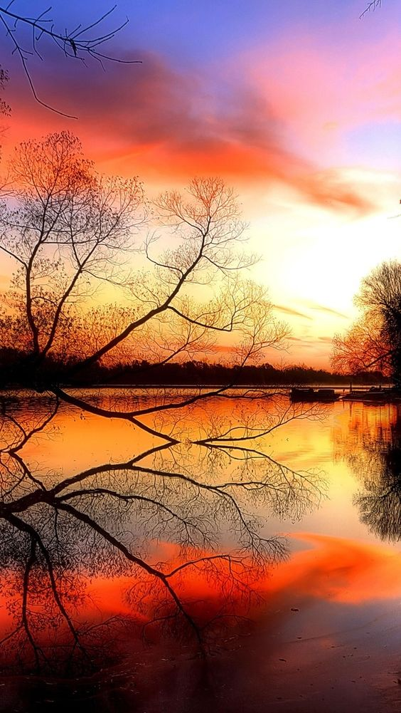 Beautiful, Beautiful sunset and Reflection of light on ...