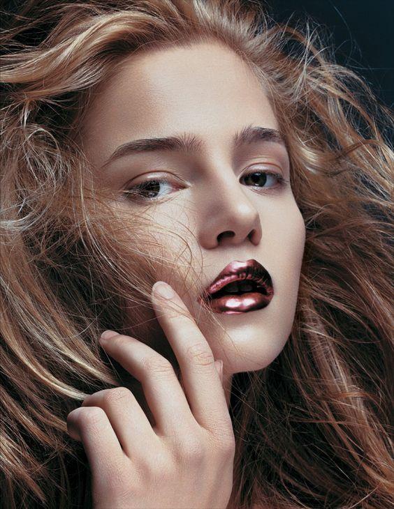 metallic lips: