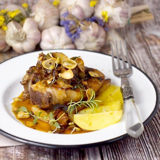 Bone-in pork chops with caramelized pears and cider sauce. Delicious and easy dinner!