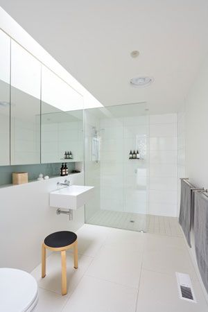 Crescent Melbourne Victoria Ensuite Layout With Recessed Shelf