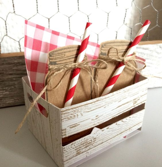 Laura's wooden crate: Hardwood, Jar of Love, Everyday Jars framelits - all from Stampin' Up!