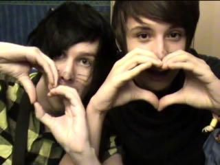 <3 hand heart <3