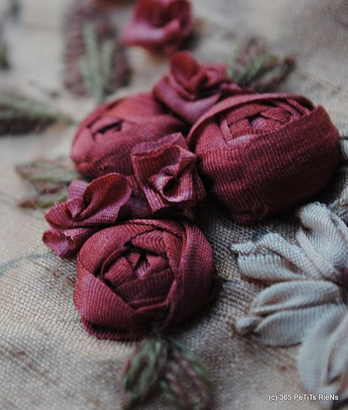 www.labastidane.fr/journal beautiful cabochon ribbon roses: Roses Are Red, Embroidery Roses, Ribbonwork Embroidery, Embroidered Roses, Embroidery Ribbonwork, Ribbon Embroidery, Ribbon Flower
