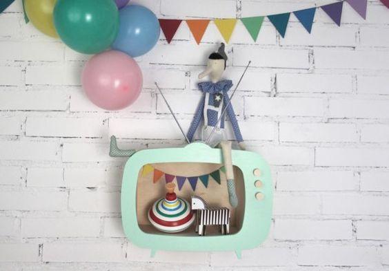 up! warsaw - retro television box