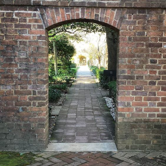 I just love this brick arch entrance to the Governors Palace gardens. In the late spring  the garden to the left is usually full of beautiful foxglove.  #colonialwilliamsburg #virginia #thedogstreetpatriot #loveva #brickarch #governorspalace #gardens #18thcentury by the_dog_street_patriot