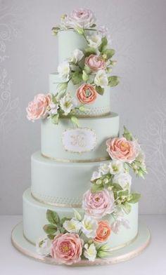 wedding cake / gâteau de mariage vert clair avec plein de fleurs